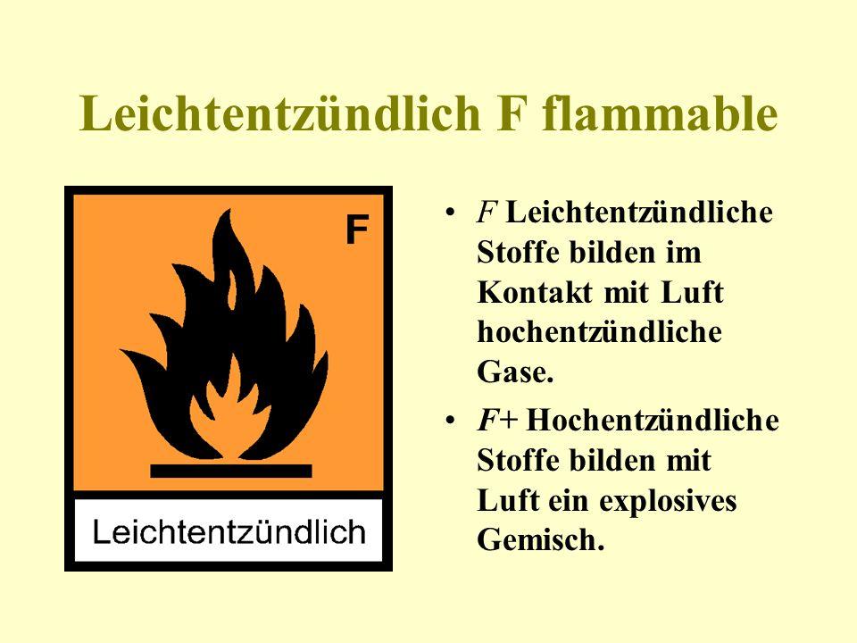 Leichtentzündlich F flammable F Leichtentzündliche Stoffe bilden im Kontakt mit Luft hochentzündliche Gase. F+ Hochentzündliche Stoffe bilden mit Luft