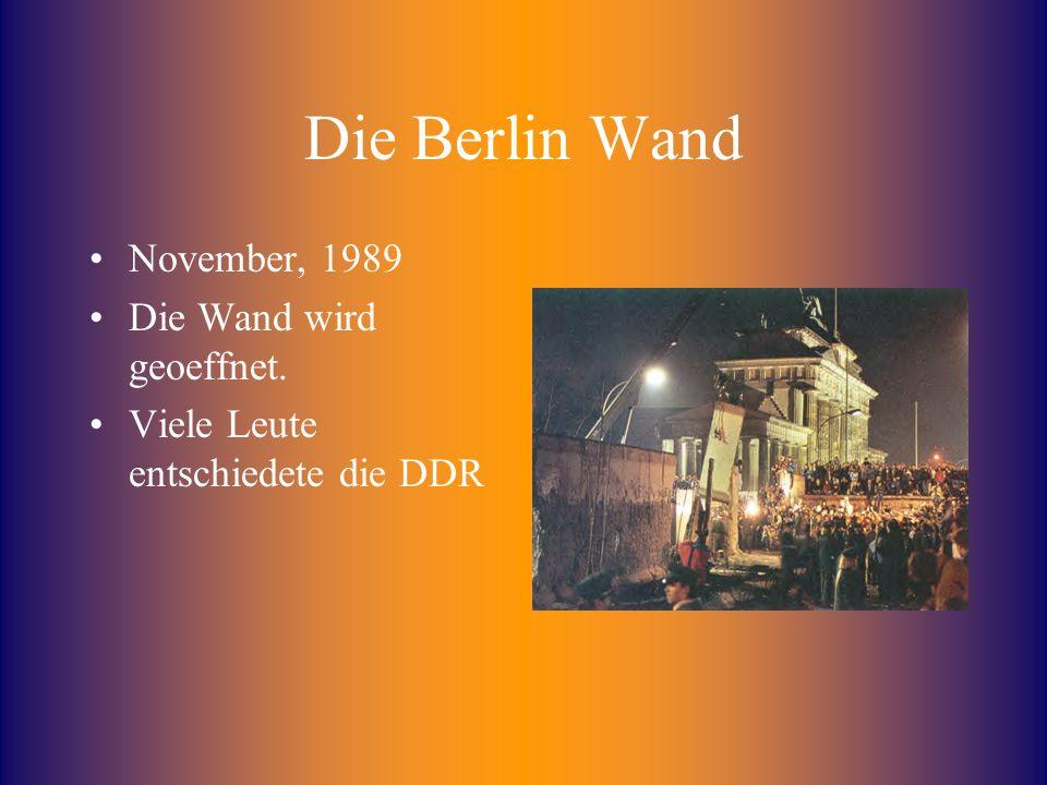 Die Berlin Wand November, 1989 Die Wand wird geoeffnet. Viele Leute entschiedete die DDR