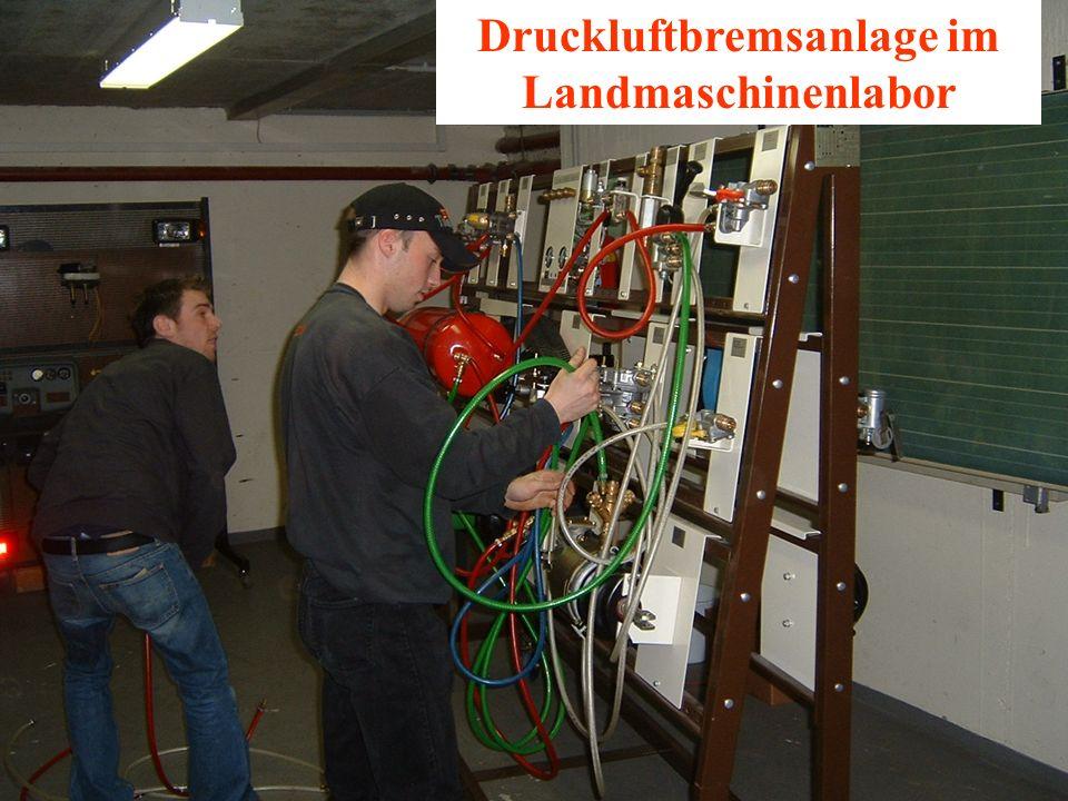 Druckluftbremsanlage im Landmaschinenlabor