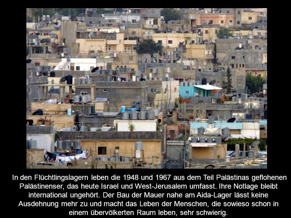 In den Flüchtlingslagern leben die 1948 und 1967 aus dem Teil Palästinas geflohenen Palästinenser, das heute Israel und West-Jerusalem umfasst. Ihre N
