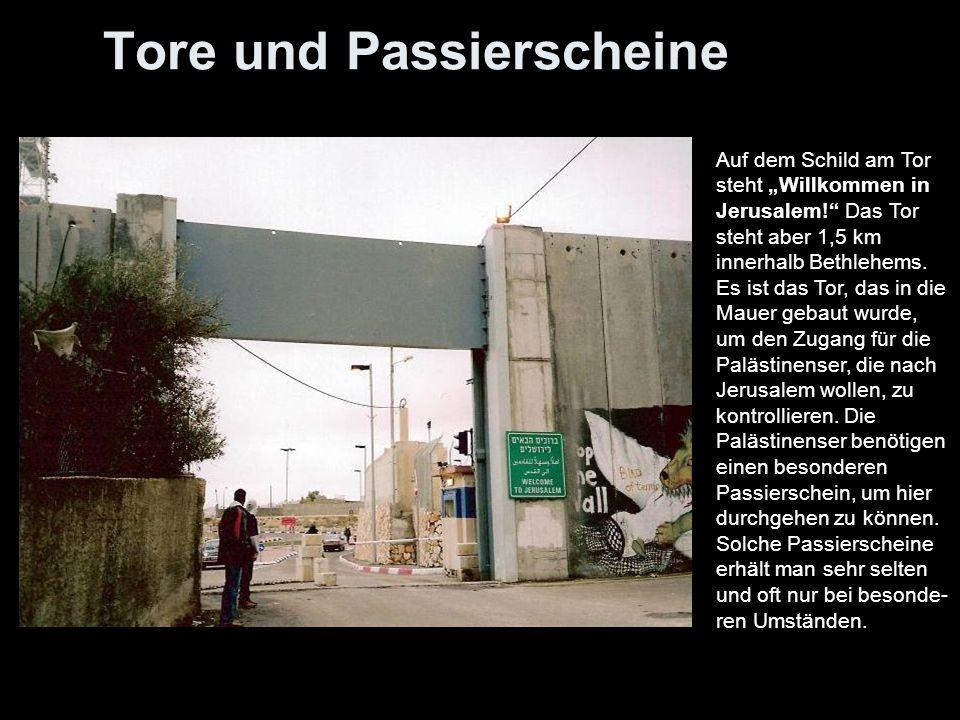 Das Passierscheinsystem Palästinenser müssen Passierscheine bei den israelischen Behörden beantragen: ob sie nach Jerusalem fahren, auf Umgehungsstraßen fahren wollen, durch die Mauer zu ihrem Land gehen dürfen, um dieses zu bearbeiten oder um das Land also die palästinensischen Gebiete verlassen wollen.