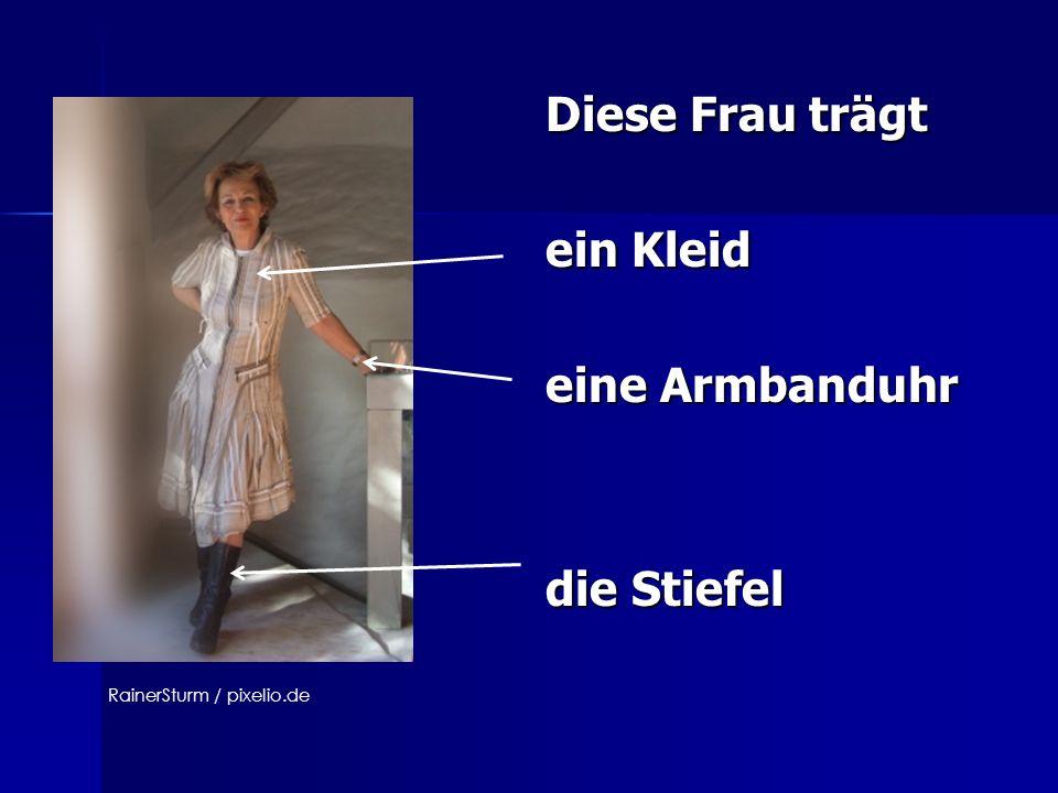 Diese Frau trägt Diese Frau trägt ein Kleid ein Kleid eine Armbanduhr eine Armbanduhr die Stiefel die Stiefel RainerSturm / pixelio.de