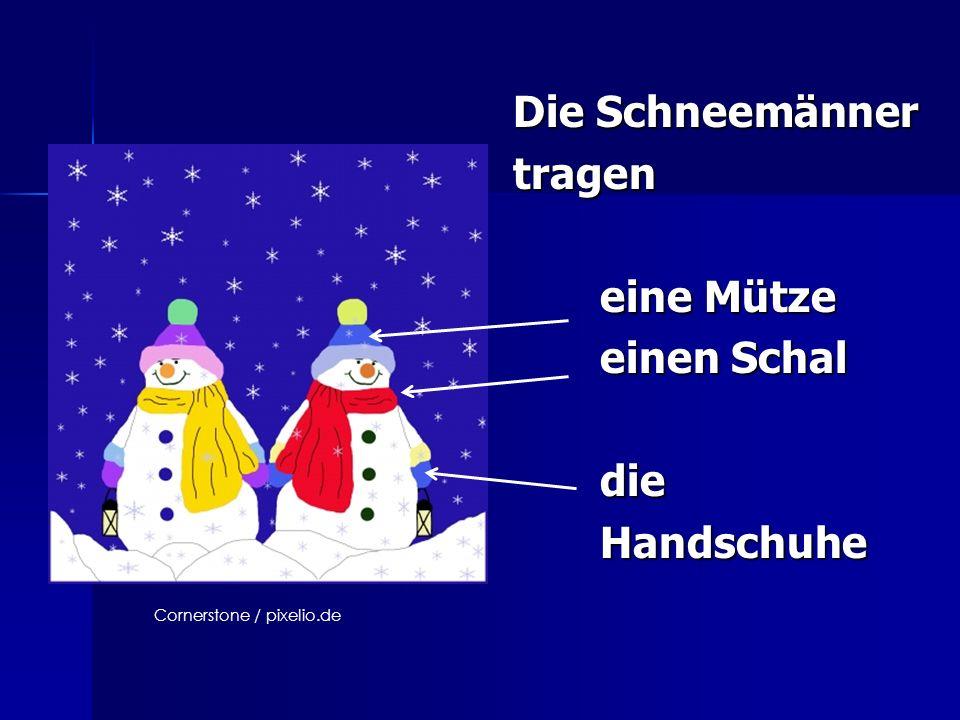 Die Schneemänner tragen eine Mütze eine Mütze einen Schal einen Schal die die Handschuhe Handschuhe Cornerstone / pixelio.de