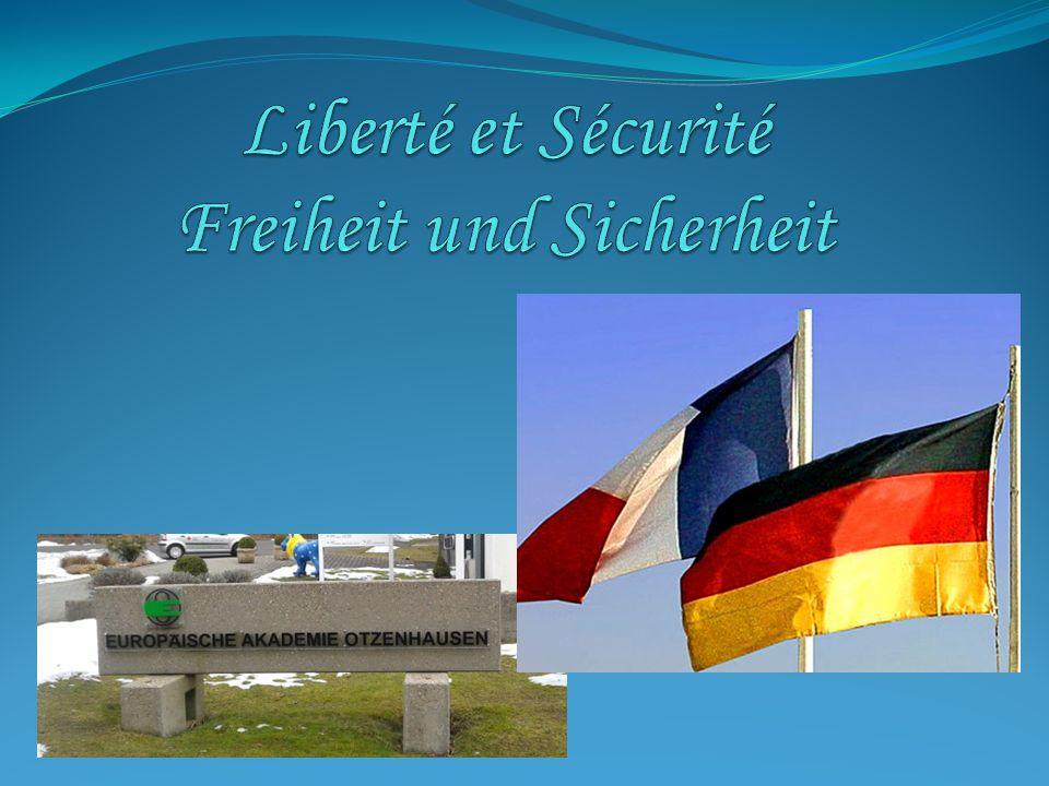 Introduction - Einführung Nous sommes allés en excursion à Luxembourg-Ville et à Schengen (Luxembourg), deux villes liées par les notions de liberté et de sécurité.