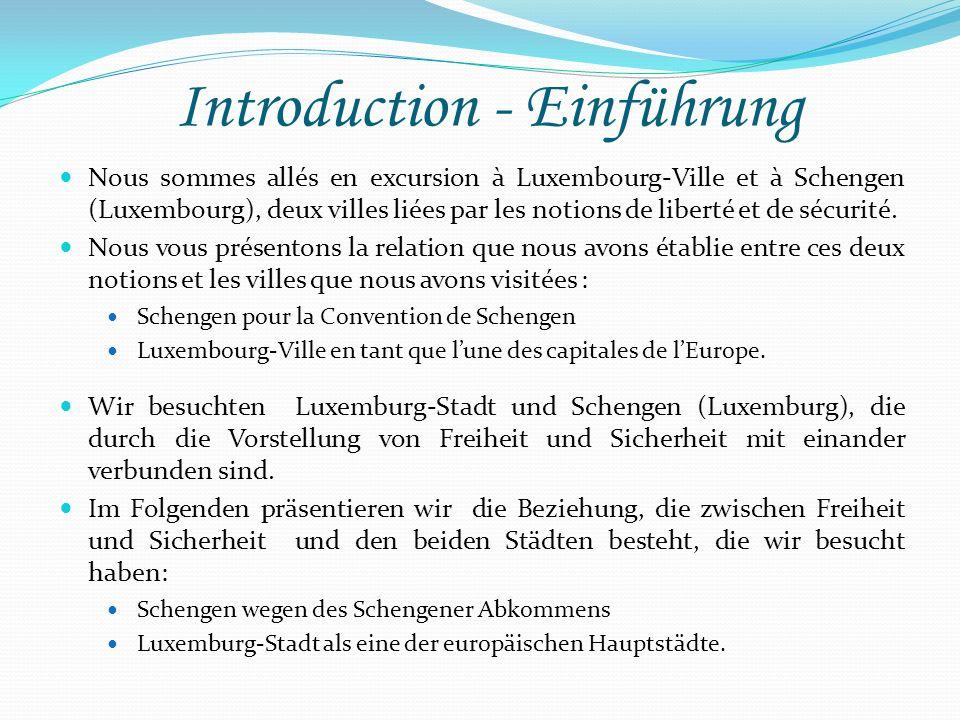 Schengen – En route vers la liberté Schengen – Auf dem Weg zur Freiheit Les trois piliers représentent les trois pays signataires à la base du traité : la France, lAllemagne, et les pays du BeNeLux.