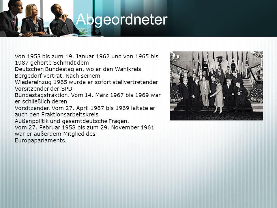 Abgeordneter Von 1953 bis zum 19. Januar 1962 und von 1965 bis 1987 gehörte Schmidt dem Deutschen Bundestag an, wo er den Wahlkreis Bergedorf vertrat.