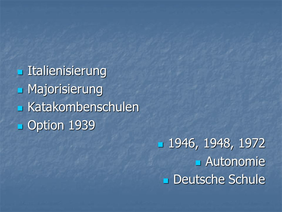 Zahlen 2/3 Deutsche – (rund 300.000) 2/3 Deutsche – (rund 300.000) 1/3 Italiener – (rund 100.000) 1/3 Italiener – (rund 100.000) Ladiner – (rund 18.000) Ladiner – (rund 18.000) Deutsche Schulen: Deutsche Schulen: Schulsprengel Schulsprengel Grundschulen, Mittelschulen Grundschulen, Mittelschulen Oberschulen, Berufsschulen Oberschulen, Berufsschulen