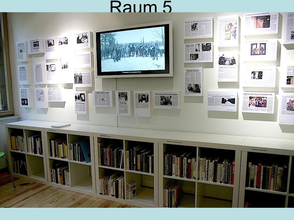 Raum 5 Wand mit Presse- Ausschnitten
