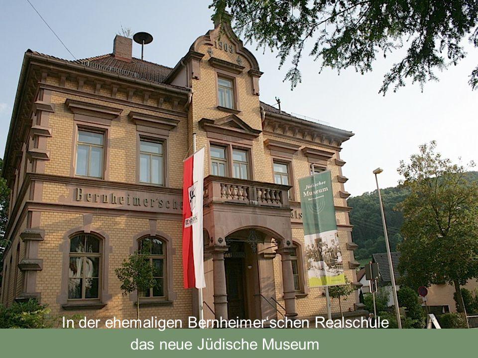 Lehmann Bernheimer, bayerischer Kommerzienrat und Begründer des Kunst- und Aktionshauses Bernheimer in München, stiftete 1901 in der Nachbarschaft seines Elternhauses eine einklassige Realschule für Juden und Christen.