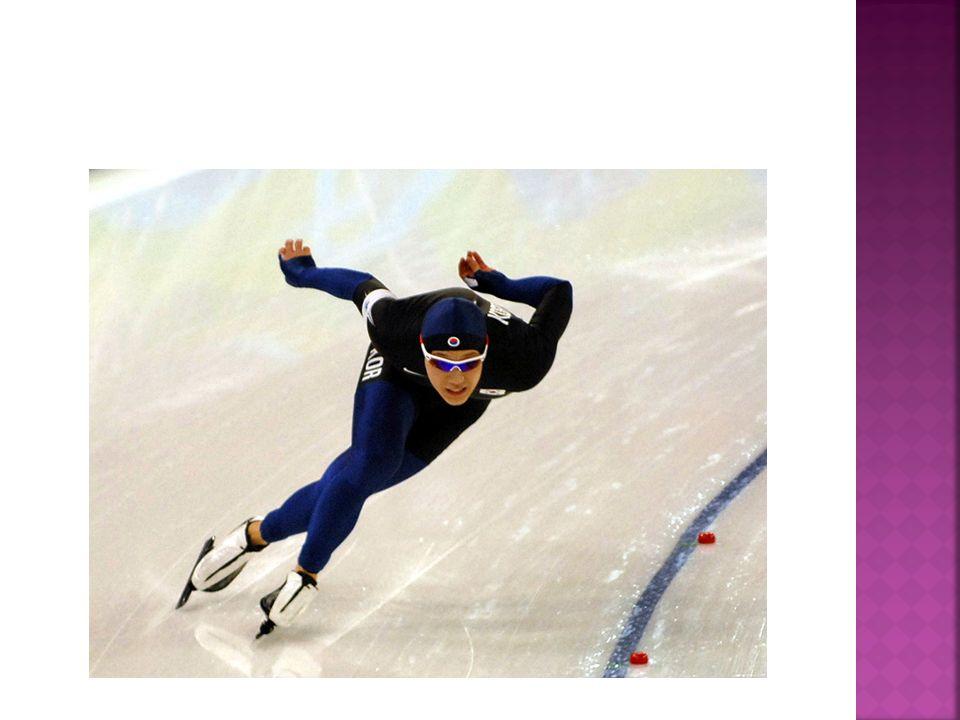 Curling ist eine auf dem Eis gespielte Wintersportart, die dem Boule-Spiel und dem Boccia ähnelt.