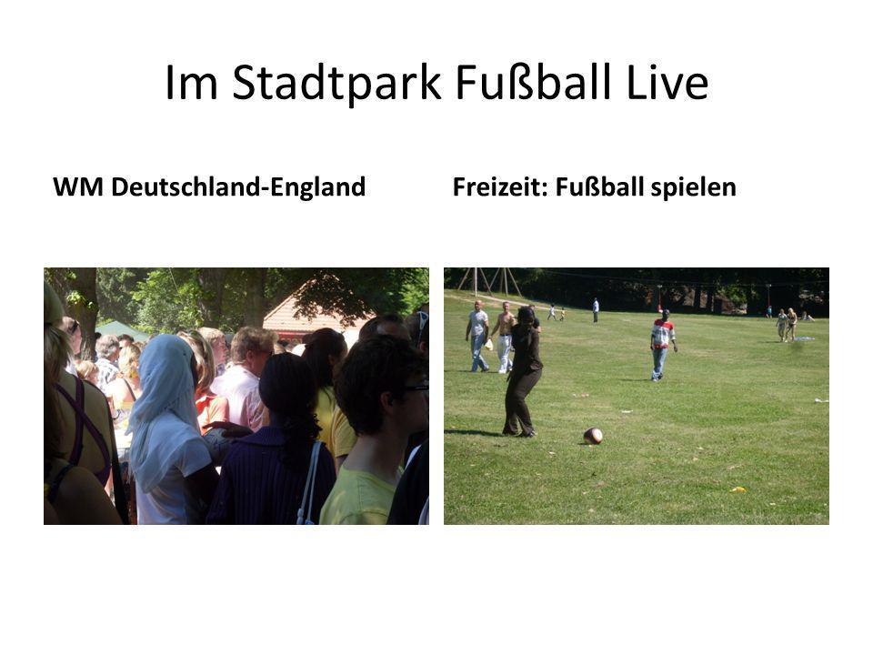 Im Stadtpark Fußball Live WM Deutschland-EnglandFreizeit: Fußball spielen
