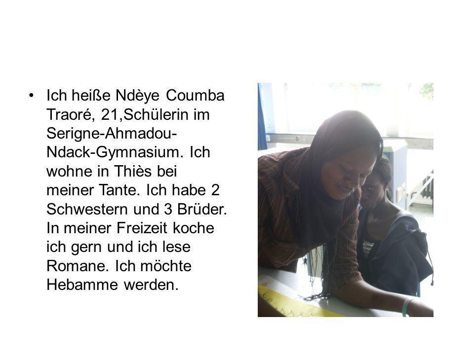 Ich heiße Ndèye Coumba Traoré, 21,Schülerin im Serigne-Ahmadou- Ndack-Gymnasium. Ich wohne in Thiès bei meiner Tante. Ich habe 2 Schwestern und 3 Brüd