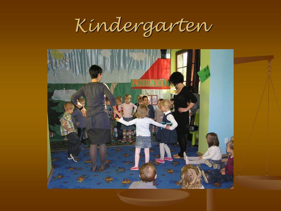 Es ist keine Pflicht unsere Kinder in die Kinderkrippe oder in den Kindergarten zu schicken.