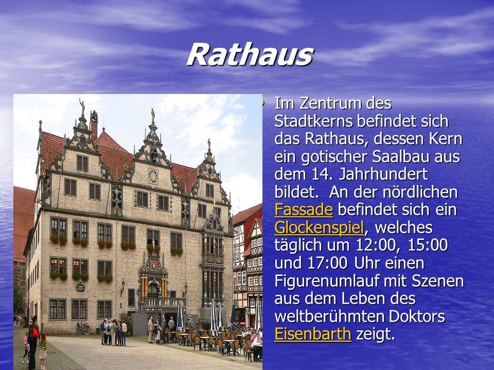 Rathaus Im Zentrum des Stadtkerns befindet sich das Rathaus, dessen Kern ein gotischer Saalbau aus dem 14. Jahrhundert bildet. An der nördlichen FFFF