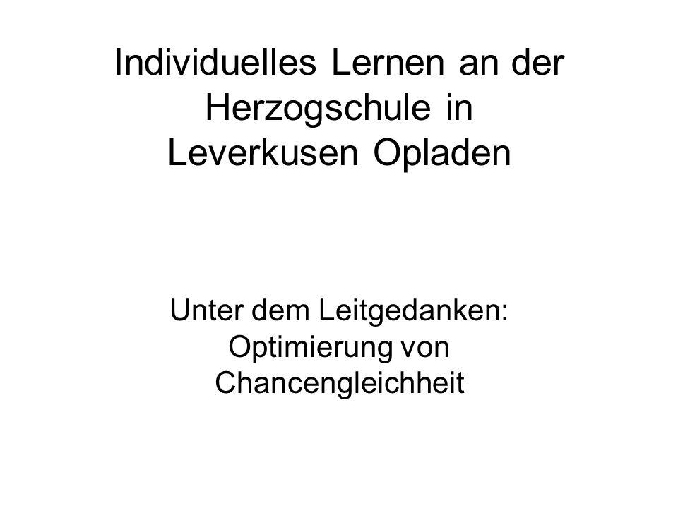 © GGS Herzogstraße 2006 Die Herzogschule 257 Schüler und Schülerinnen heterogenes Bedingungsfeld 14 Lehrerinnen/1 Lehrer über 10 Jahre Erfahrung mit Unterricht in jahrgangsgemischten Lerngruppen Unterrichtsentwicklung nach Dr.