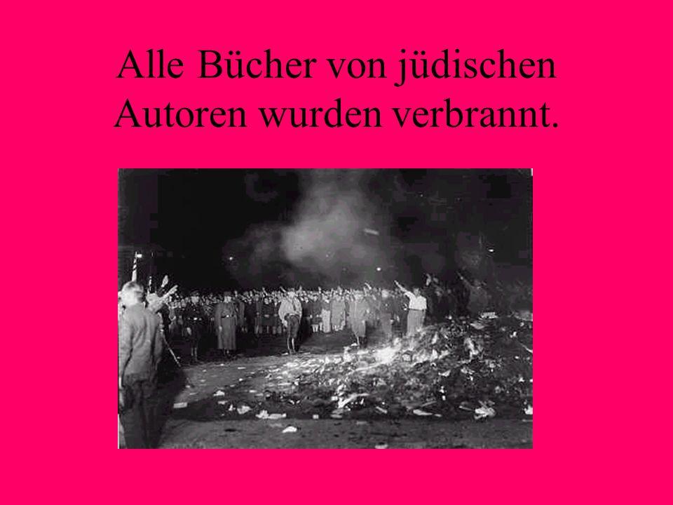 Alle Bücher von jüdischen Autoren wurden verbrannt.