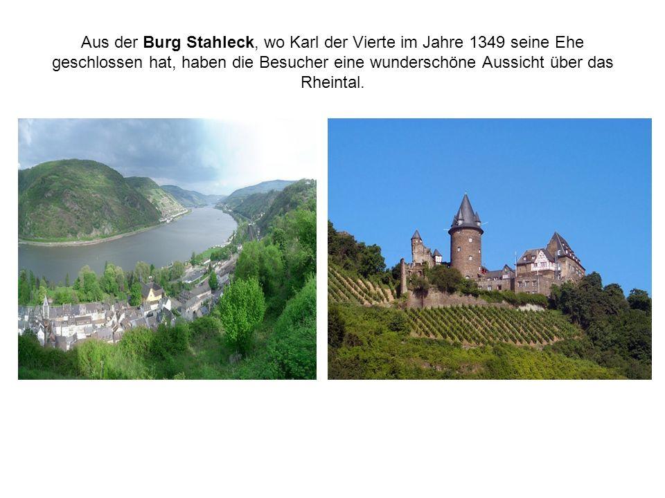 Aus der Burg Stahleck, wo Karl der Vierte im Jahre 1349 seine Ehe geschlossen hat, haben die Besucher eine wunderschöne Aussicht über das Rheintal.