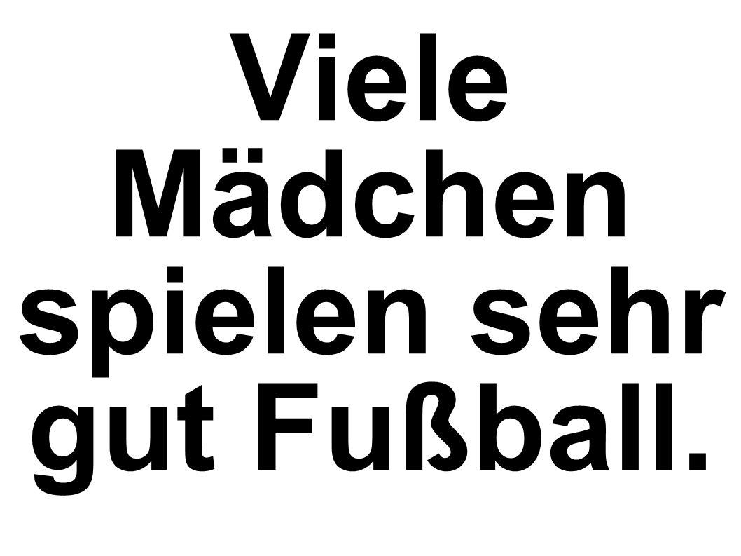 Viele Mädchen spielen sehr gut Fußball.