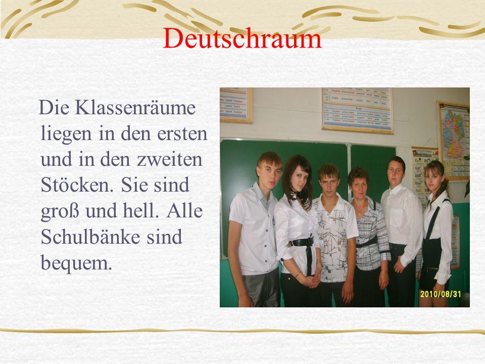 Deutschraum Die Klassenräume liegen in den ersten und in den zweiten Stöcken. Sie sind groß und hell. Alle Schulbänke sind bequem.