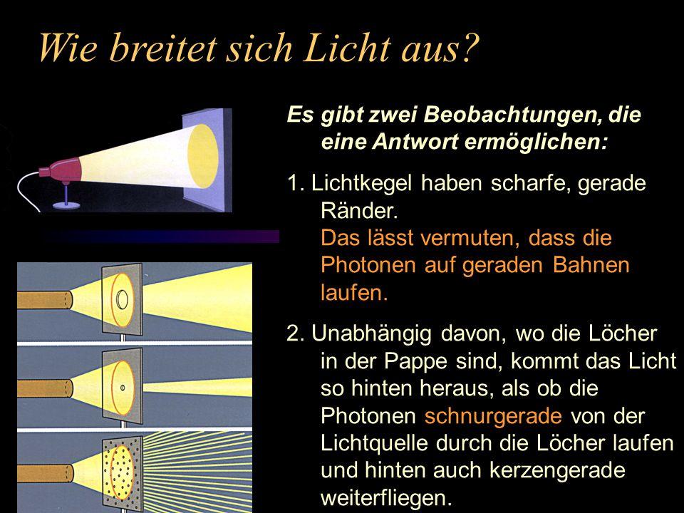 Wie breitet sich Licht aus? Es gibt zwei Beobachtungen, die eine Antwort ermöglichen: 1. Lichtkegel haben scharfe, gerade Ränder. Das lässt vermuten,