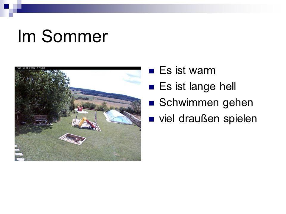 Im Sommer Es ist warm Es ist lange hell Schwimmen gehen viel draußen spielen