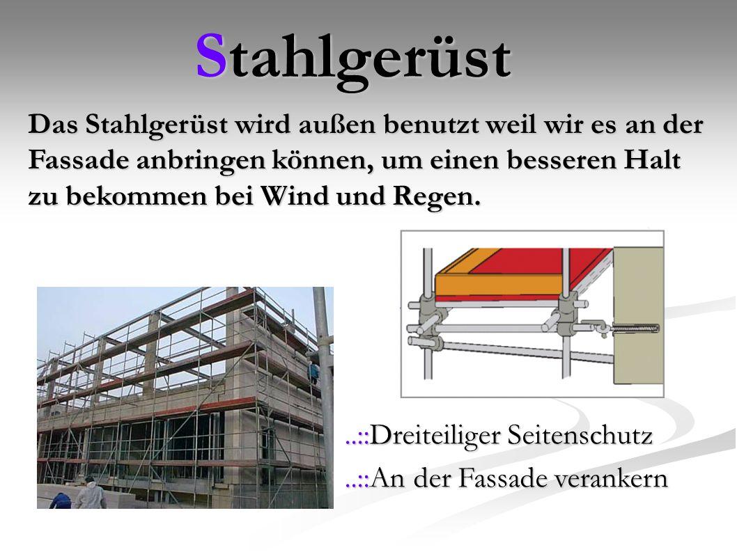 Stahlgerüst..::Dreiteiliger Seitenschutz..::An der Fassade verankern Das Stahlgerüst wird außen benutzt weil wir es an der Fassade anbringen können, um einen besseren Halt zu bekommen bei Wind und Regen.