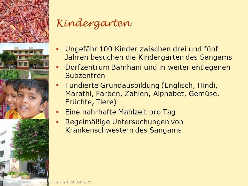 Kindergärten Ungefähr 100 Kinder zwischen drei und fünf Jahren besuchen die Kindergärten des Sangams Dorfzentrum Bamhani und in weiter entlegenen Subz