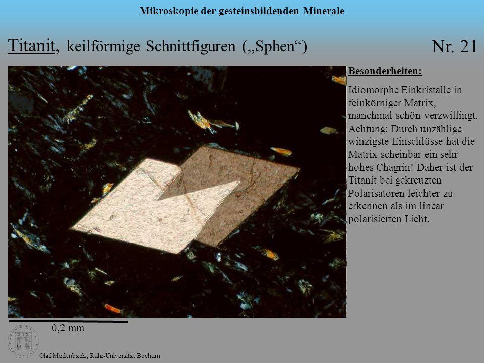 Olaf Medenbach, Ruhr-Universität Bochum Mikroskopie der gesteinsbildenden Minerale Titanit, keilförmige Schnittfiguren (Sphen) Nr. 21 Besonderheiten: