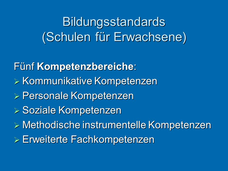 Bildungsstandards (Schulen für Erwachsene) Fünf Kompetenzbereiche: Kommunikative Kompetenzen Kommunikative Kompetenzen Personale Kompetenzen Personale