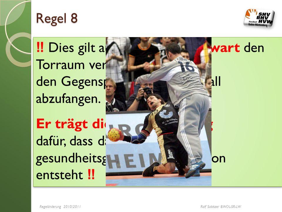 Regel 8 Dies gilt auch, wenn ein Torwart den Torraum verlässt um den für den Gegenspieler gedachten Ball abzufangen. Er trägt die Verantwortung dafür,