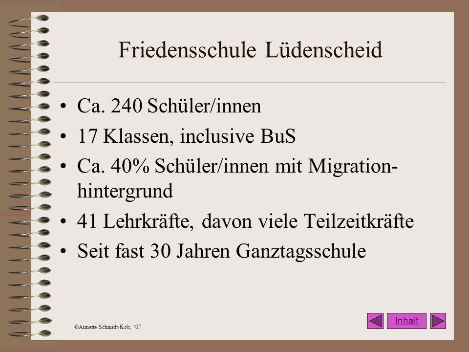 ©Annette Schmidt-Kob, ´07 Friedensschule Lüdenscheid Ca. 240 Schüler/innen 17 Klassen, inclusive BuS Ca. 40% Schüler/innen mit Migration- hintergrund