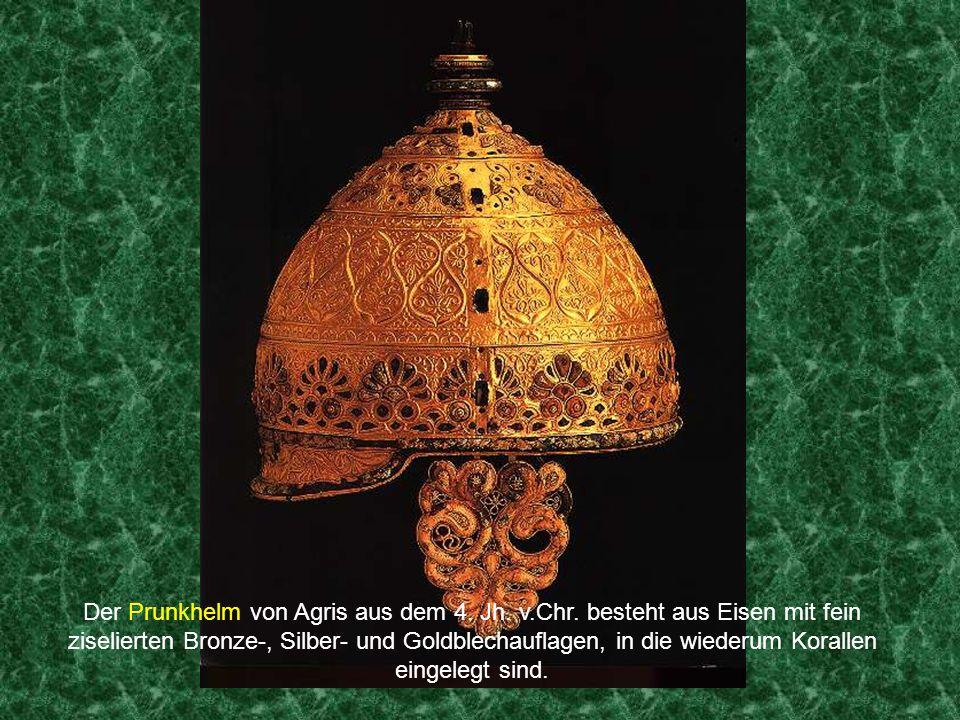 Kunst Die Kelten hatten offenbar viel Kunstsinn. Neben eigentlichen Alltagsdingen, wie den Fibeln, mit denen die Gewänder in Form gehalten wurden, ver