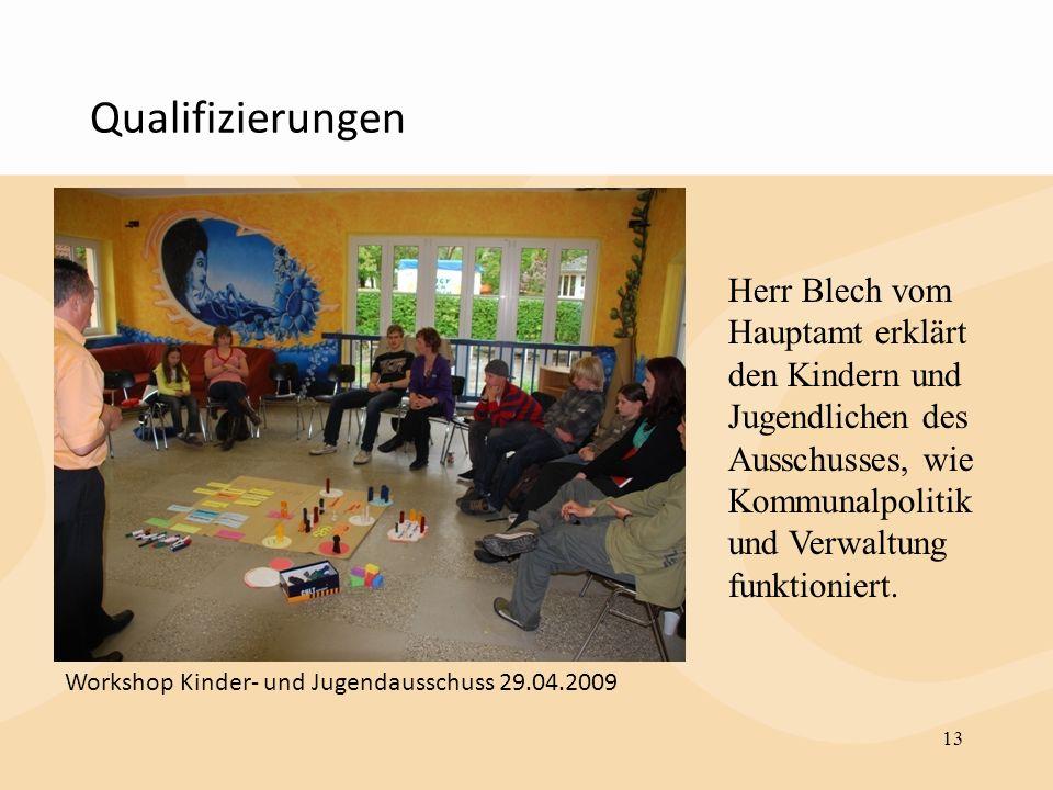 Qualifizierungen 13 Herr Blech vom Hauptamt erklärt den Kindern und Jugendlichen des Ausschusses, wie Kommunalpolitik und Verwaltung funktioniert. Wor