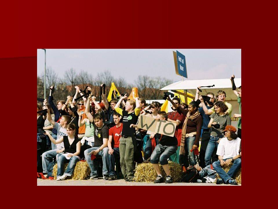 Zweite Halbzeit Menschenrechte werden grob verletzt und vom Platz getragen Menschenrechte werden grob verletzt und vom Platz getragen Zuschauerwanderungen Zuschauerwanderungen Übergang durch Moderator und Cheerleader koordiniert