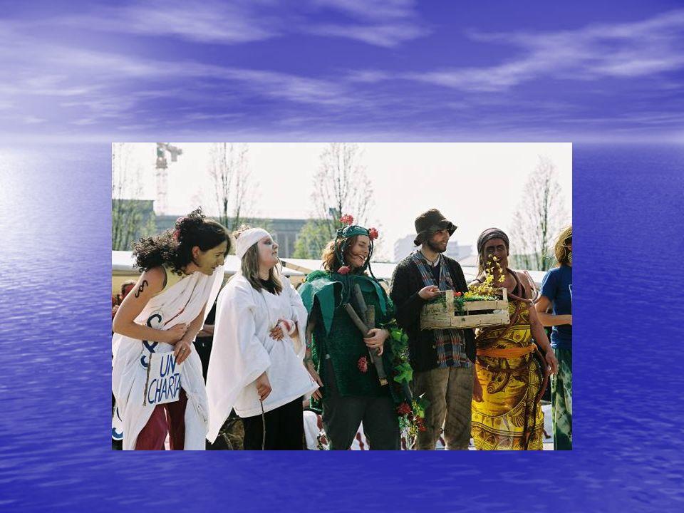Erste Halbzeit IWF & Weltbank hängen Schuldenklötze an die Beine der armen Länder IWF & Weltbank hängen Schuldenklötze an die Beine der armen Länder Konsumalier pustet den ArbeiterInnen und der Umwelt Rauch ins Gesicht, wedeln mit der Konsumflagge Konsumalier pustet den ArbeiterInnen und der Umwelt Rauch ins Gesicht, wedeln mit der Konsumflagge Menschenrechte und Sozialstandards (Torwart HL05) werden von Konzernen mit Füßen getreten und verletzt (Theaterblut) Menschenrechte und Sozialstandards (Torwart HL05) werden von Konzernen mit Füßen getreten und verletzt (Theaterblut) Maschine (roter Ring) von ArbeiterInnen Maschine (roter Ring) von ArbeiterInnen