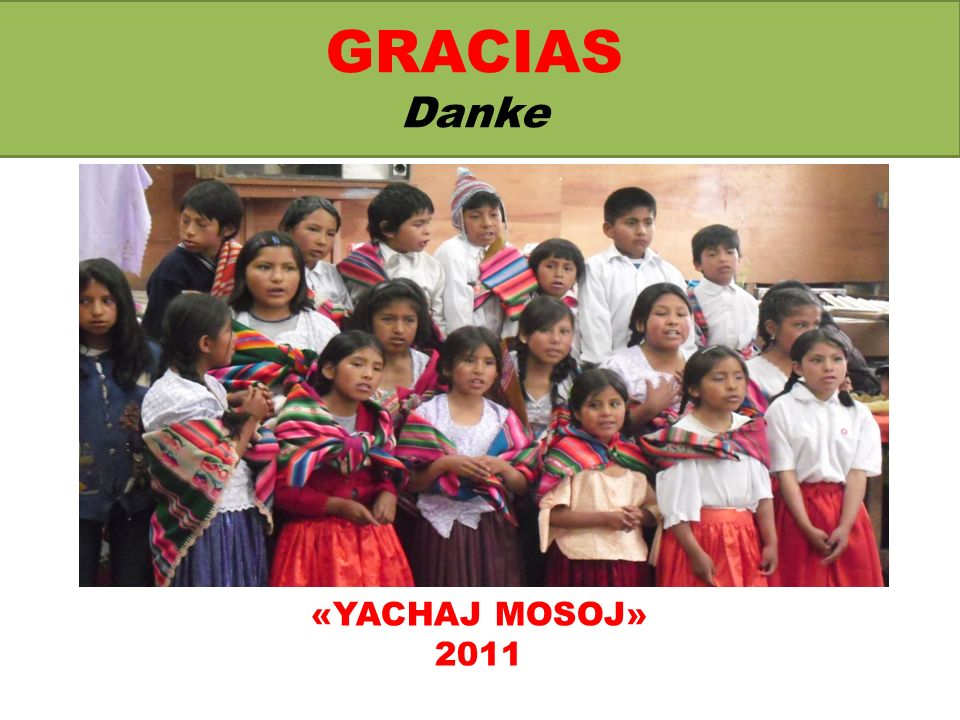 TRAJE TIPICO DE LA DANZA VILLANCICOS Typische Trachten zu den Weihnachtsliedern Die Tänzer kleiden sich mit folgenden Kleidungsstücken: weiße Hemden und dunkle Hosen, aguayo (bolivianisches Tragetuch) und eine Art Schärpe für die Jungen – dunkelrote Röcke und weiße Blusen sowie aguayo und Schärpen für die Mädchen.