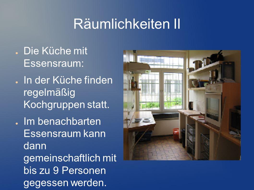 Räumlichkeiten II Die Küche mit Essensraum: In der Küche finden regelmäßig Kochgruppen statt. Im benachbarten Essensraum kann dann gemeinschaftlich mi