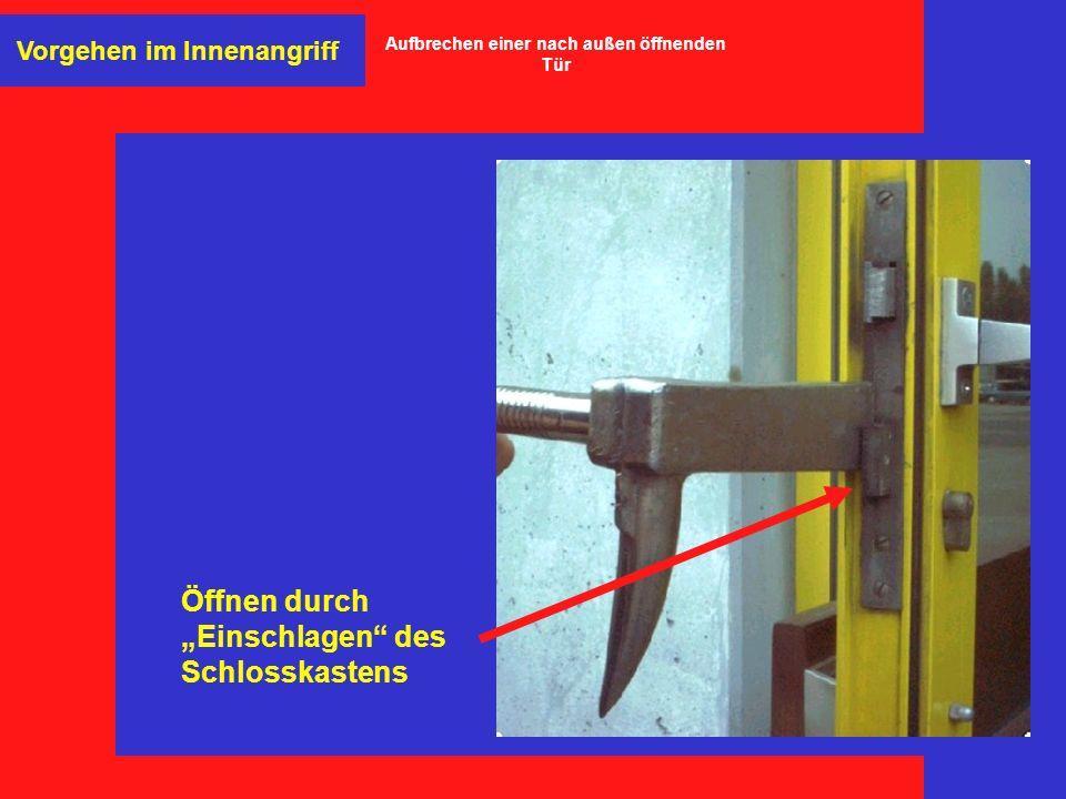 Öffnen durch Einschlagen des Schlosskastens Vorgehen im Innenangriff Aufbrechen einer nach außen öffnenden Tür