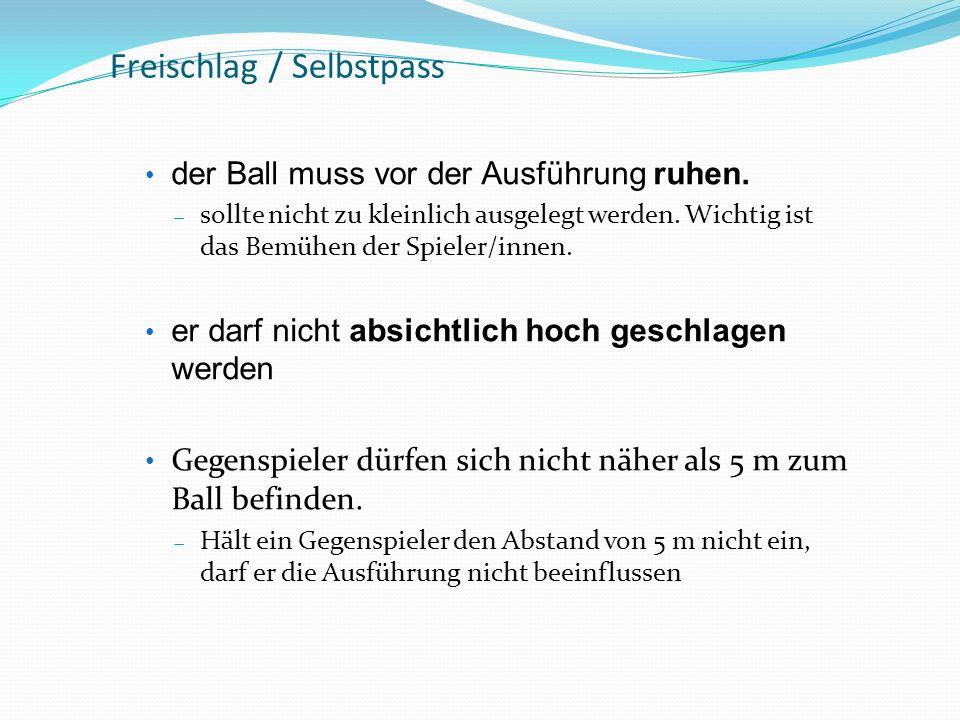 Freischlag / Selbstpass der Ball muss vor der Ausführung ruhen. sollte nicht zu kleinlich ausgelegt werden. Wichtig ist das Bemühen der Spieler/innen.