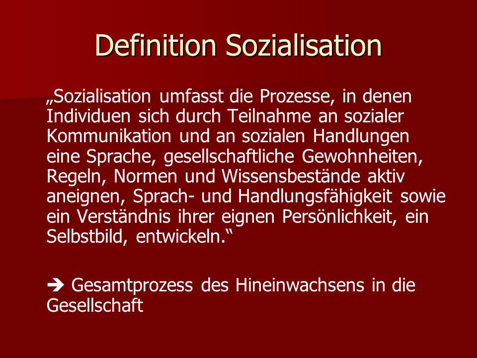 Definition Sozialisation Sozialisation umfasst die Prozesse, in denen Individuen sich durch Teilnahme an sozialer Kommunikation und an sozialen Handlu