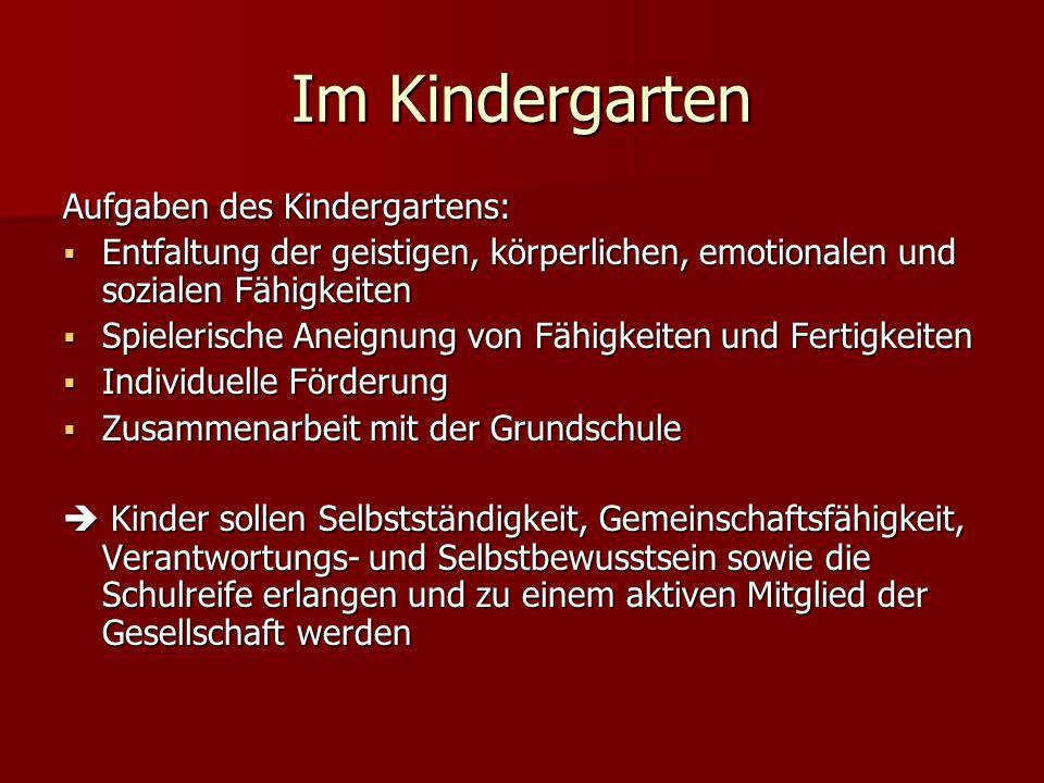 Im Kindergarten Aufgaben des Kindergartens: Entfaltung der geistigen, körperlichen, emotionalen und sozialen Fähigkeiten Entfaltung der geistigen, kör