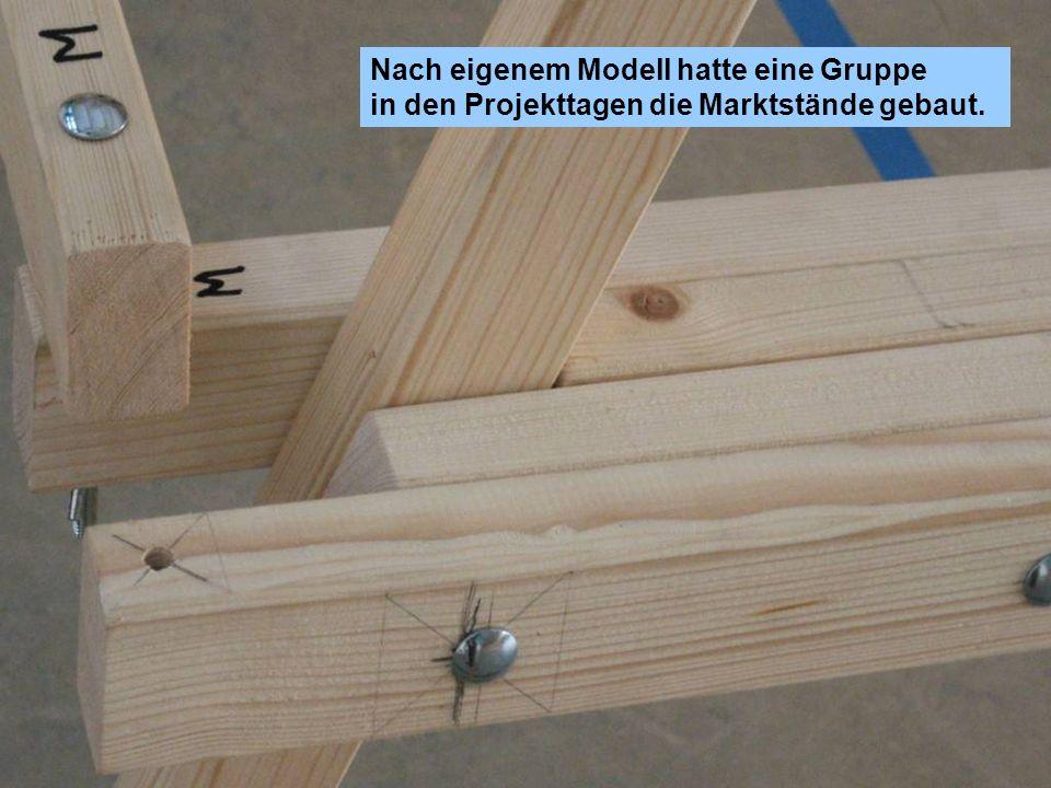 Nach eigenem Modell hatte eine Gruppe in den Projekttagen die Marktstände gebaut.