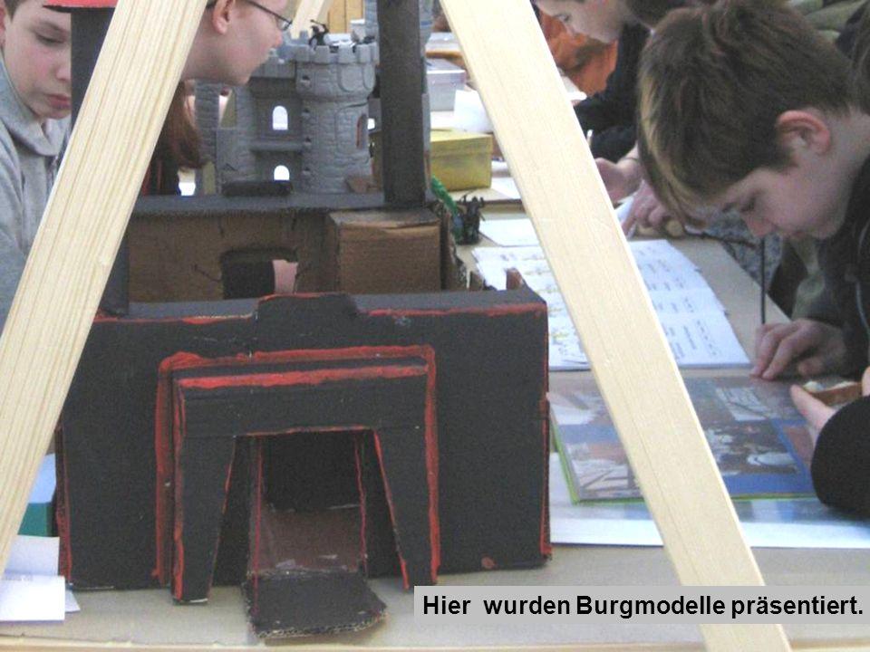 Hier wurden Burgmodelle präsentiert.