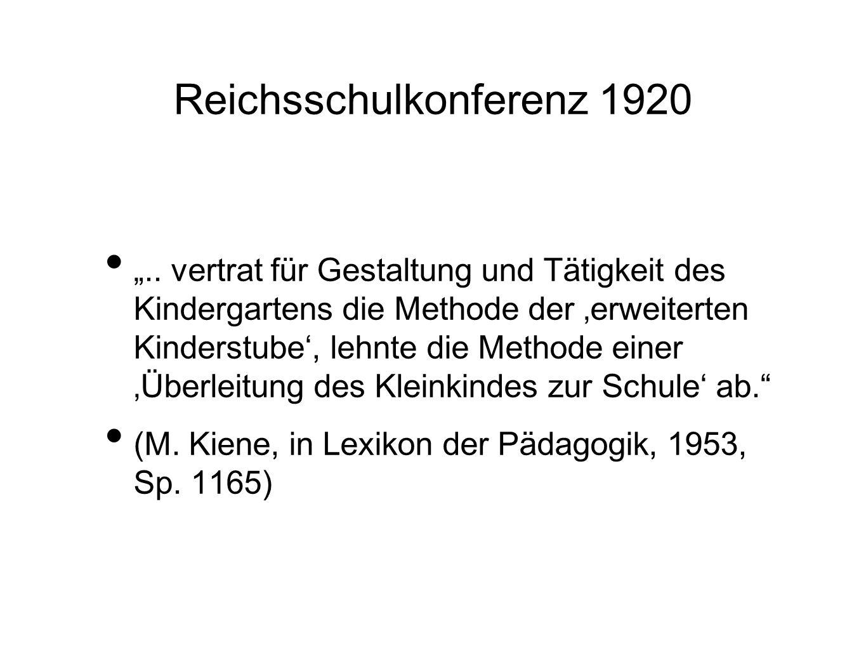 .. vertrat für Gestaltung und Tätigkeit des Kindergartens die Methode der erweiterten Kinderstube, lehnte die Methode einer Überleitung des Kleinkinde