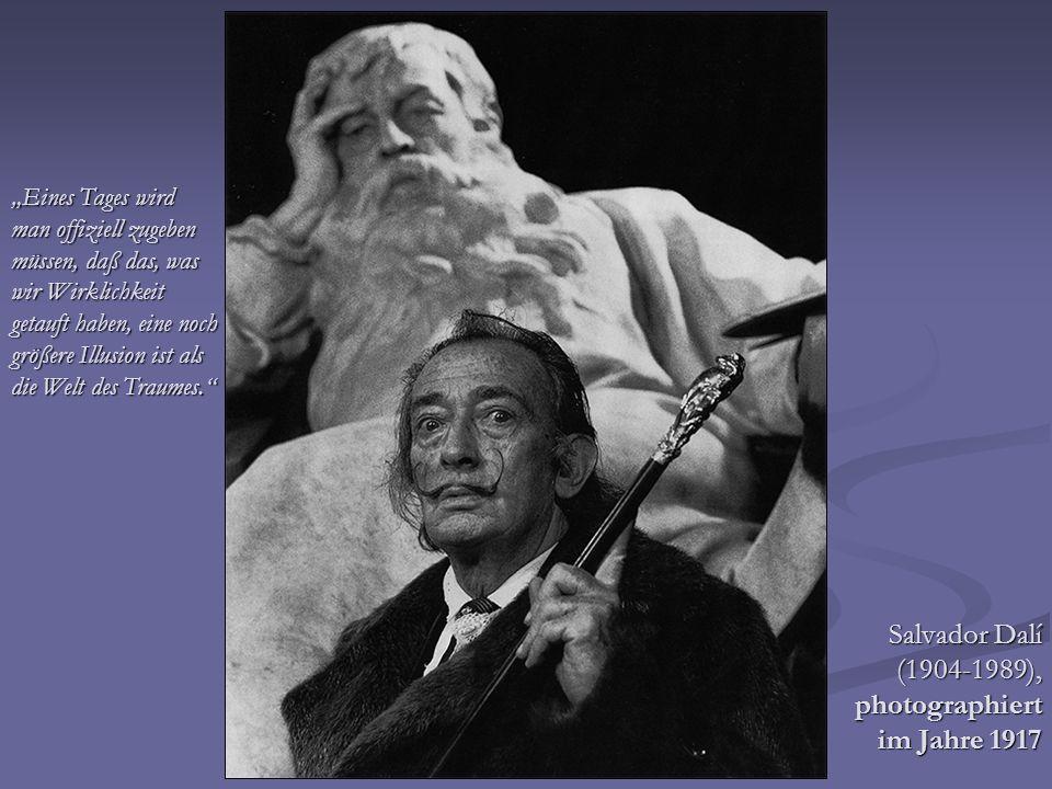 Salvador Dalí (1904-1989), photographiert im Jahre 1917 Eines Tages wird man offiziell zugeben müssen, daß das, was wir Wirklichkeit getauft haben, ei