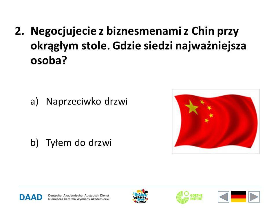 2.Negocjujecie z biznesmenami z Chin przy okrągłym stole.