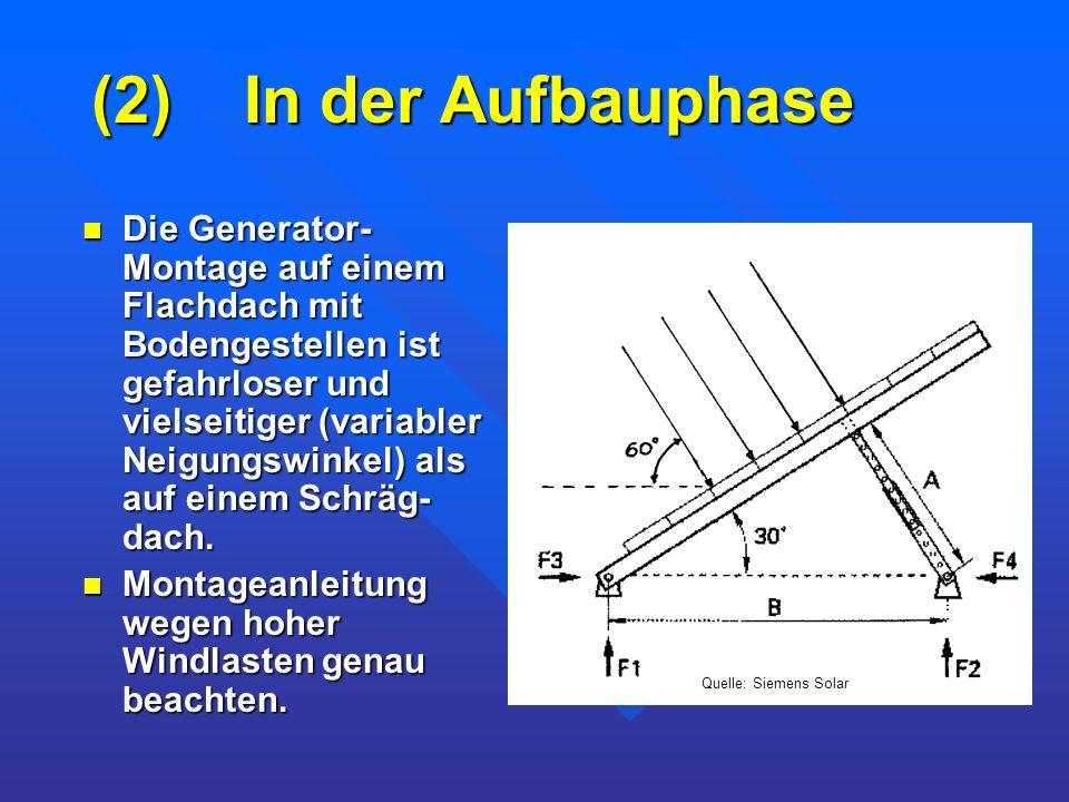 (2) In der Aufbauphase Die Generator- Montage auf einem Flachdach mit Bodengestellen ist gefahrloser und vielseitiger (variabler Neigungswinkel) als a
