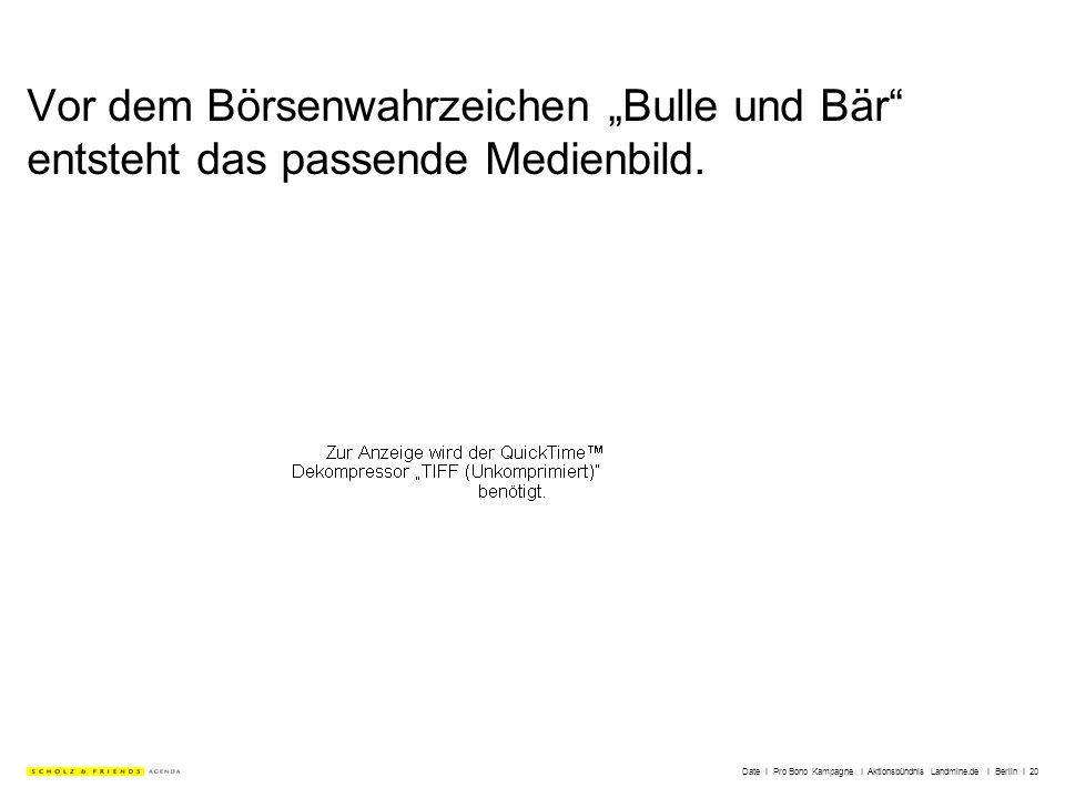 Date I Pro Bono Kampagne I Aktionsbündnis Landmine.de I Berlin I 20 Vor dem Börsenwahrzeichen Bulle und Bär entsteht das passende Medienbild.