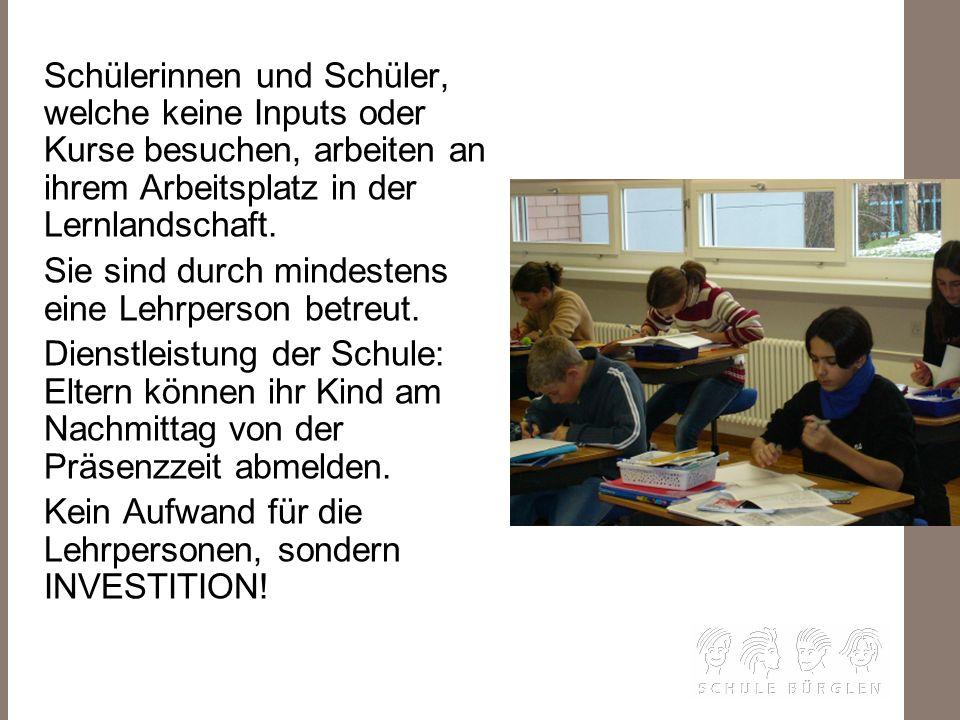 D IE S CH ULE–MEINA RB EITSPLATZ Schülerinnen und Schüler, welche keine Inputs oder Kurse besuchen, arbeiten an ihrem Arbeitsplatz in der Lernlandscha