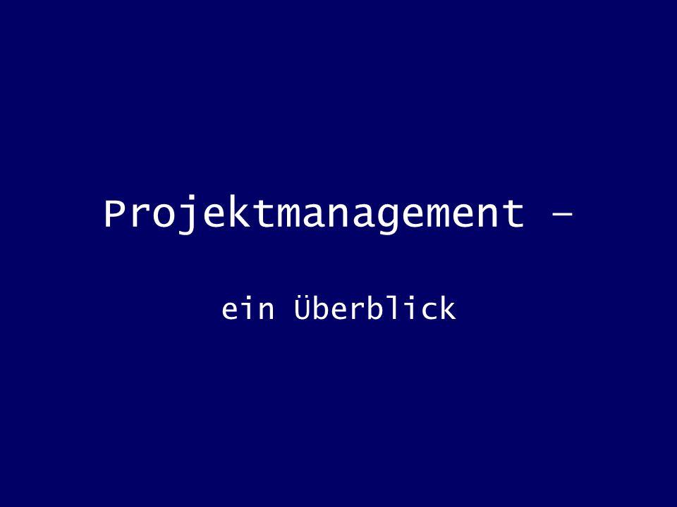 Projektmanagement meint die Gesamtheit von Aufgaben in Führung, Organisation, Techniken und Mitteln für die Abwicklung eines Projekts Zum Projektmanagement zählen also Maßnahmen der Aufbau- und Ablauforganisation Planung, Steuerung und Kontrolle des Projekts Mitarbeiterführung und Teamarbeit
